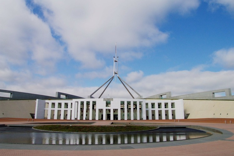 parliament-house-168300_1920.jpg